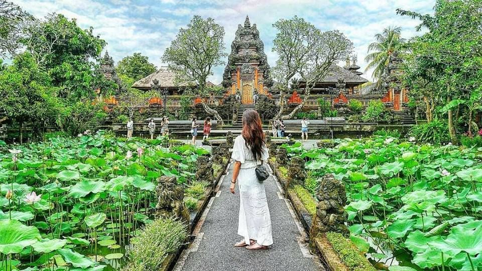 Hasil gambar untuk taman saraswati temple ubud
