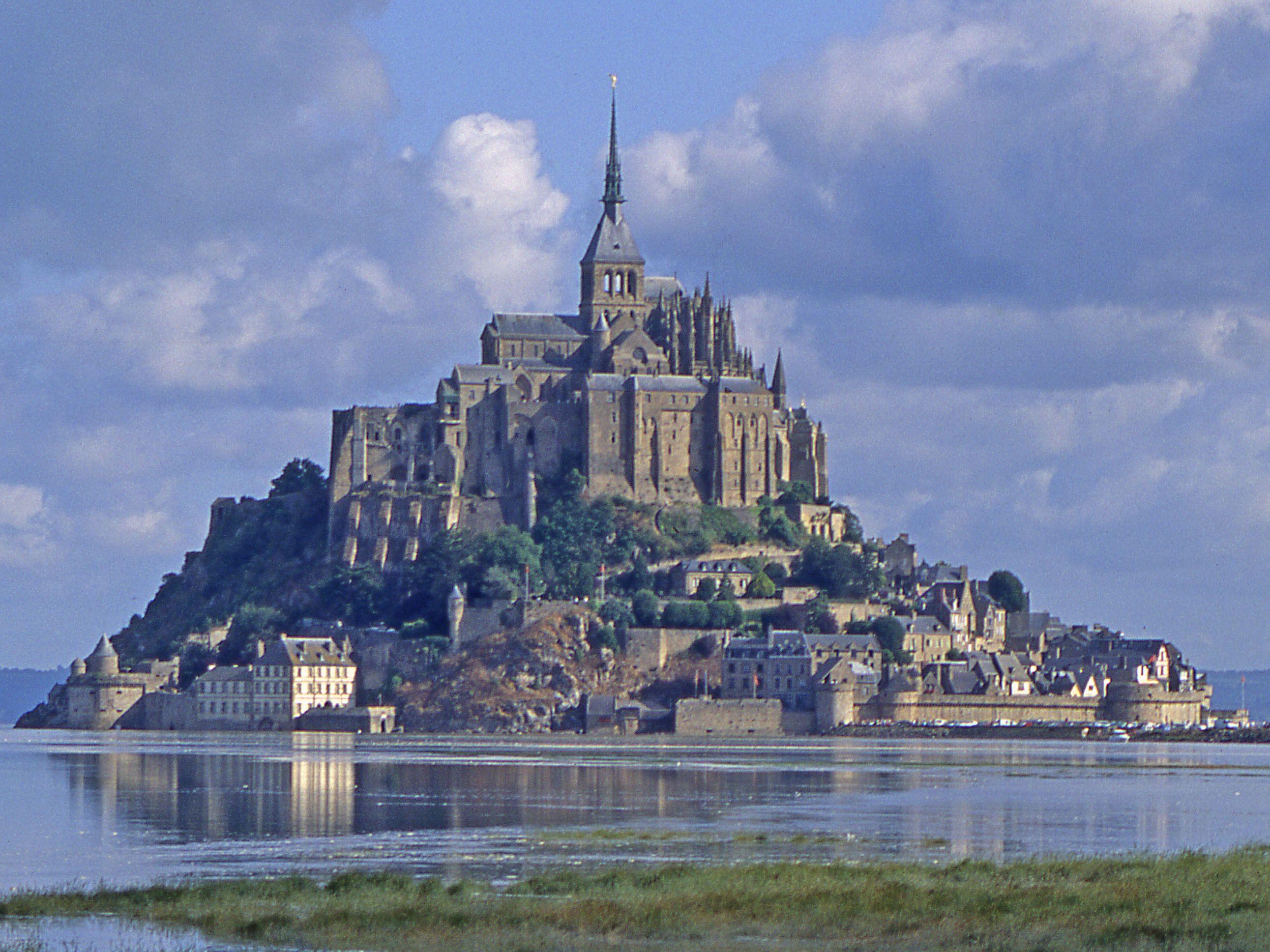 Beaucoup De Destinations Labellisees Dans Le Calvados Plus D Infos Sur Www Handibooking Com Trip Favorite Places Places To Go