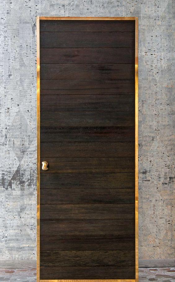 Oak blanket chest doors bois brul porte bois et bois carbonis - Habillage de porte d entree ...