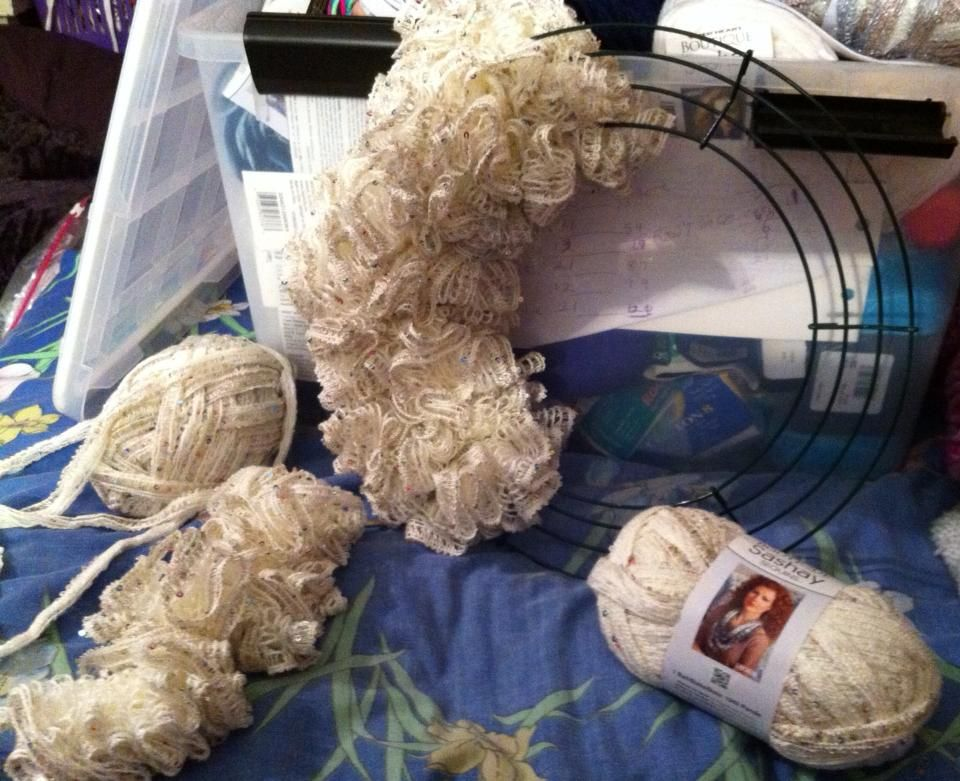 wreath with sashay yarn | Sashay year projects | Pinterest | Deberes