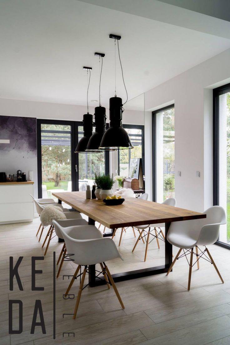Duży dębowy stół w nowoczesnej jadalni to coś o czym marzy każda kobieta. Naturalne drewno blatu nadaje natury wnętrzu, a czarne metalowe nogi nadają charakteru, całość tworzy harmonijny ideał w nowoczesnej jadalni. #stółwjadalni #nowoczesnystół #dębowystół