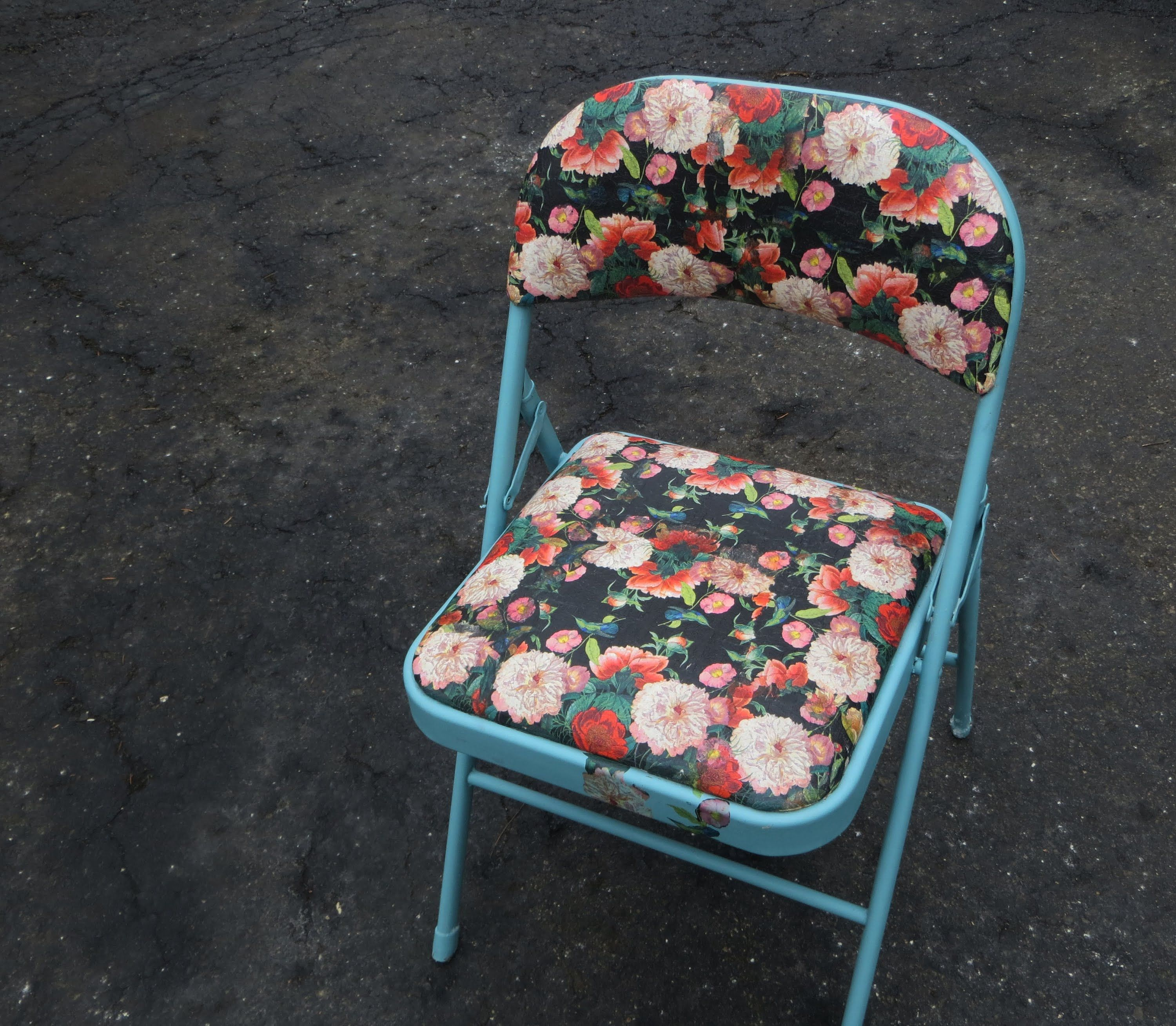Cute Folding Chairs How To Decoupage On Fabric Upcycle A Folding Chair Craft Ideas