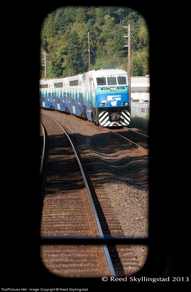 Sounder 1509 Heads South Through Sumner On Main 2 Photo Taken Through The Window Of The Cab Car On Sdrx 1516 Train Rides Train Seattle Sounders