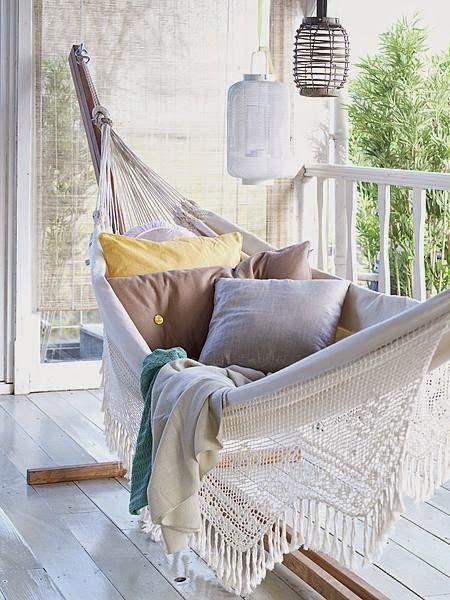 Michelle Hammock In Balcony