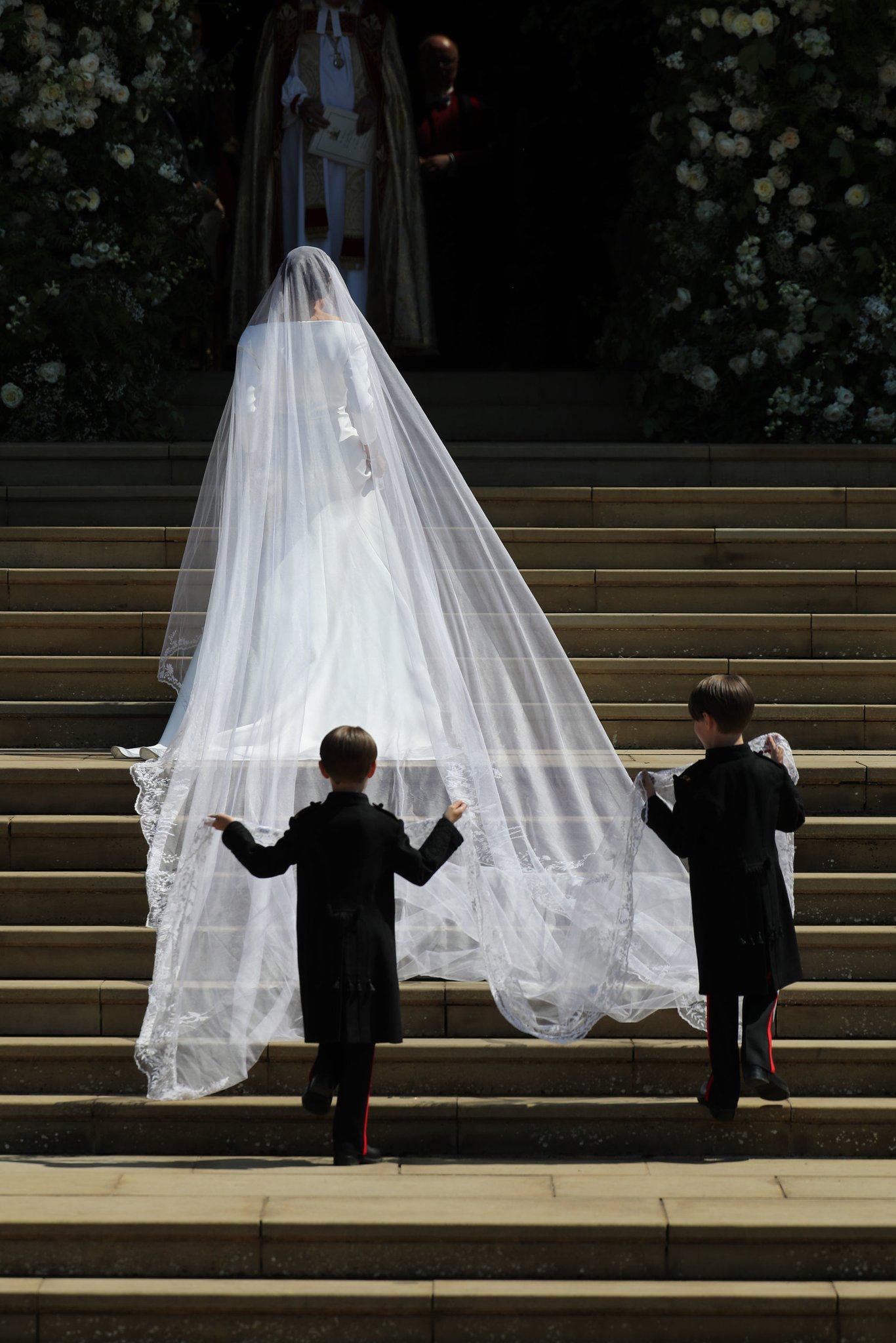 Prinz Harry Hochzeit Bild Von Olivia Benton Auf The Royal Fam Schleier Hochzeit Royale Hochzeiten
