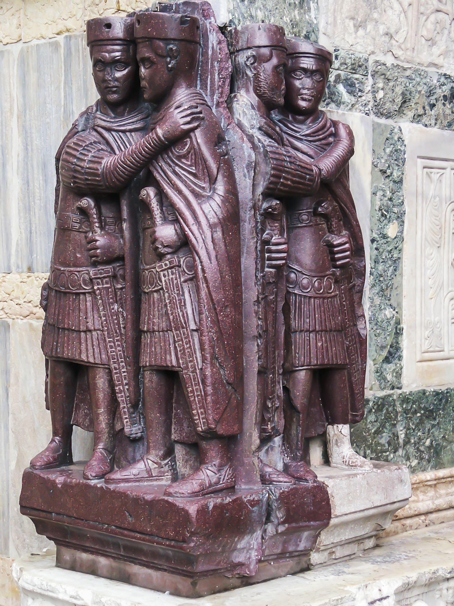 Monumento ai Tetrarchi, ca 293-303 d.C., altorilievo, 130 cm, Piazza ...