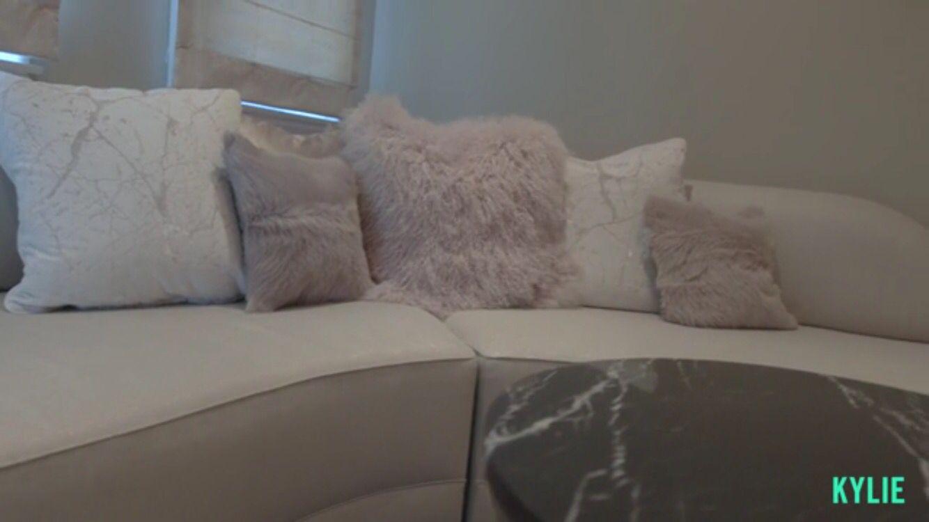 Kylie Jenner Bedroom House Decor Fur Pillows Mode