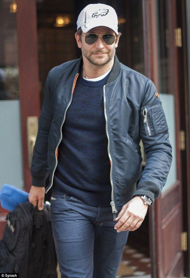 7c85c2ce3 Philadelphia street style - Bradley Cooper | A World of Street Style ...
