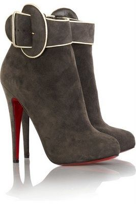 Amazing Louboutin boots, nice color !