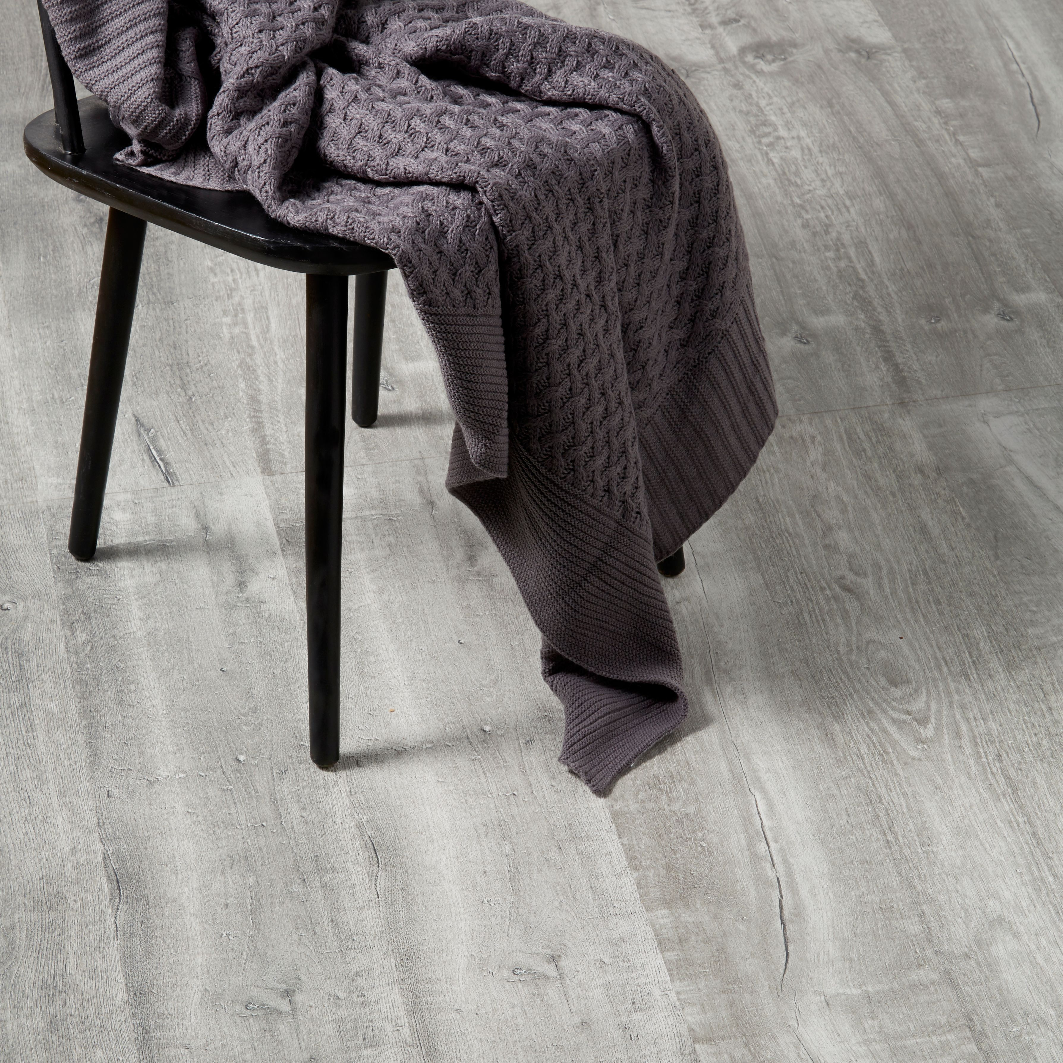 Aberfeldy Grey Oak Effect Laminate Flooring 1 996 M² Pack Departments Diy At B Q