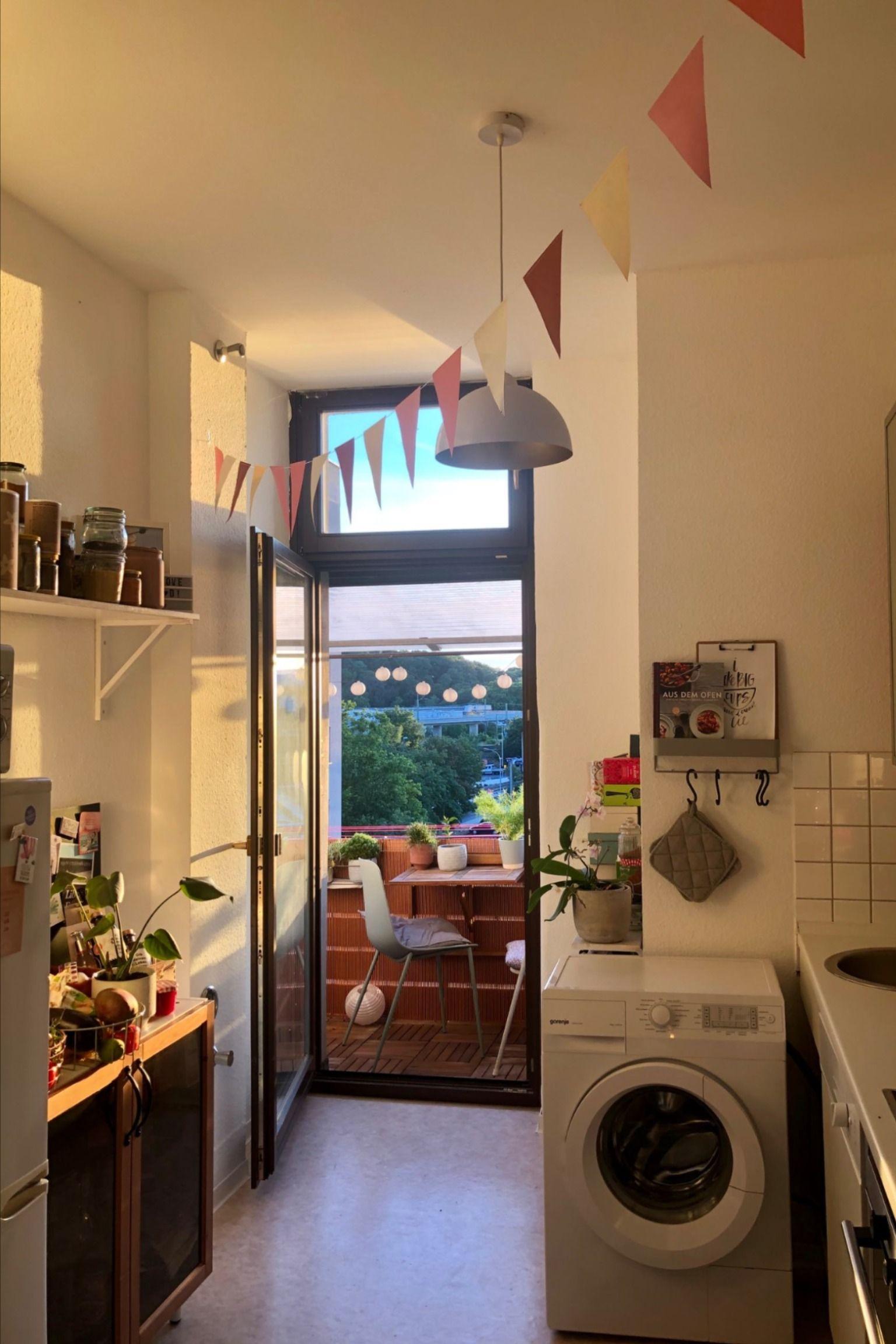 Kuchentraum Mit Balkon Zugang In 2021 Kuchen Inspiration Kleine Kuche Kuche Einrichten