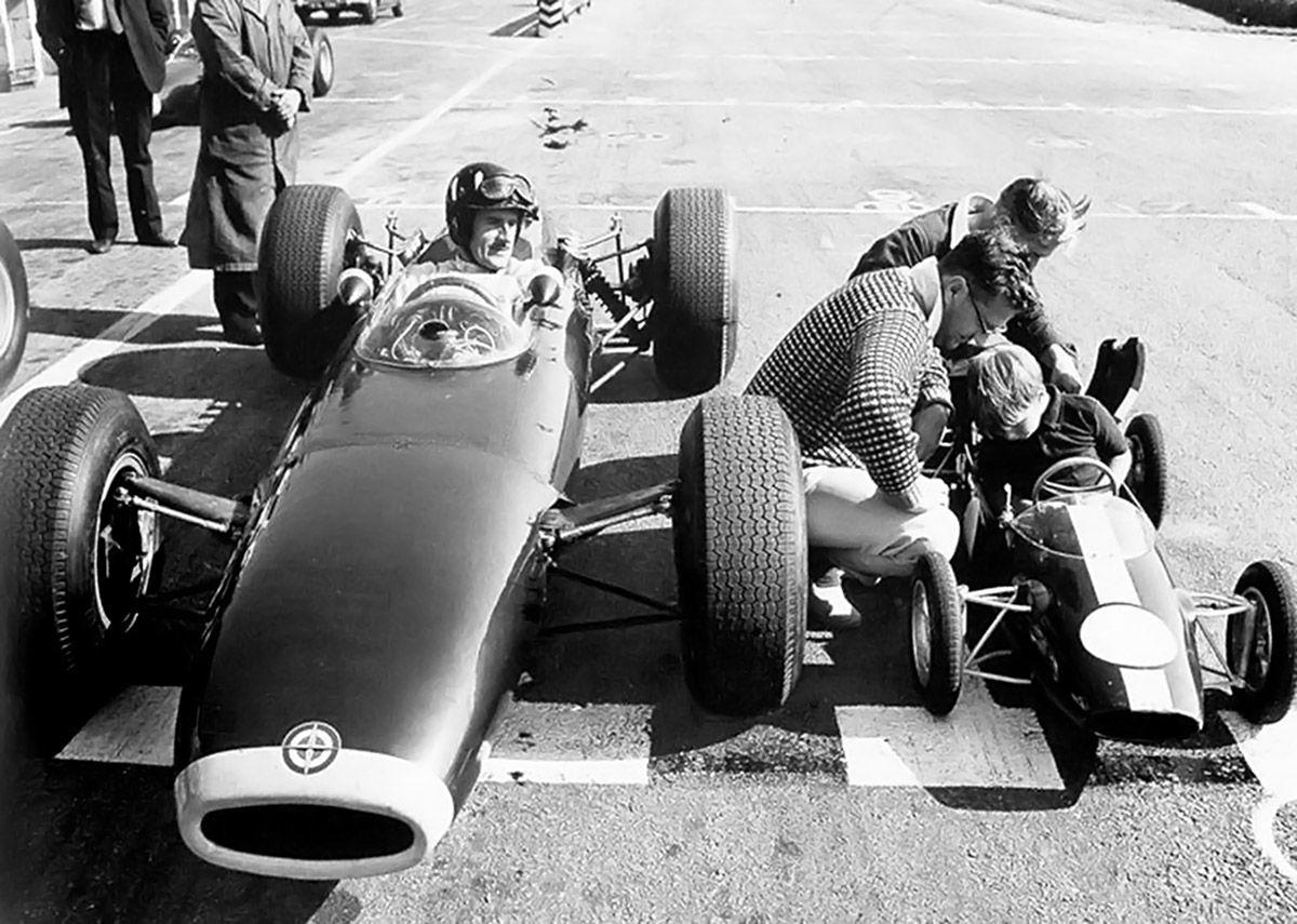 Graham hill and damon hill f1 racing history