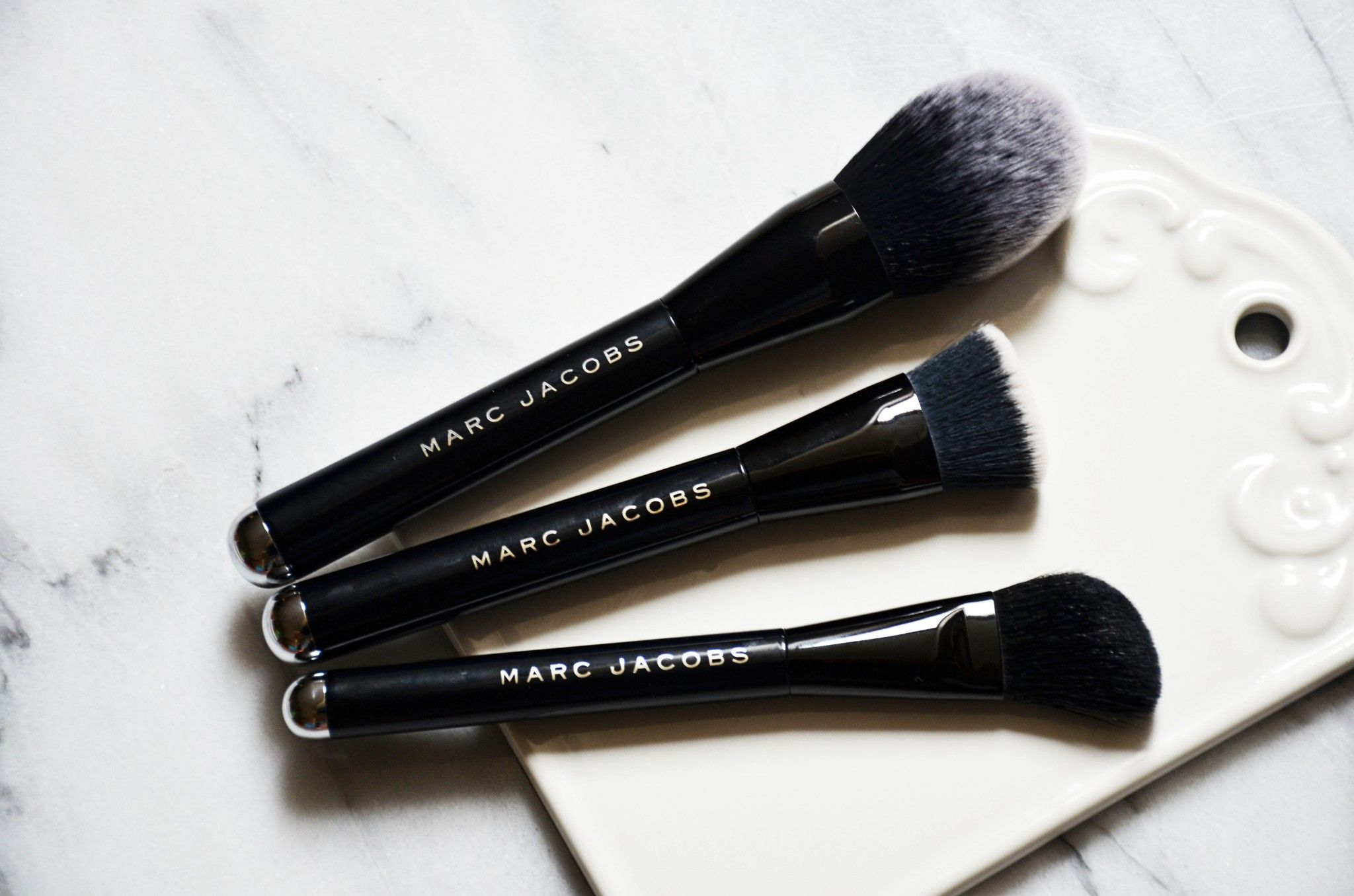 Marc Jacobs BlacquerFriday Contour & Glow Brush