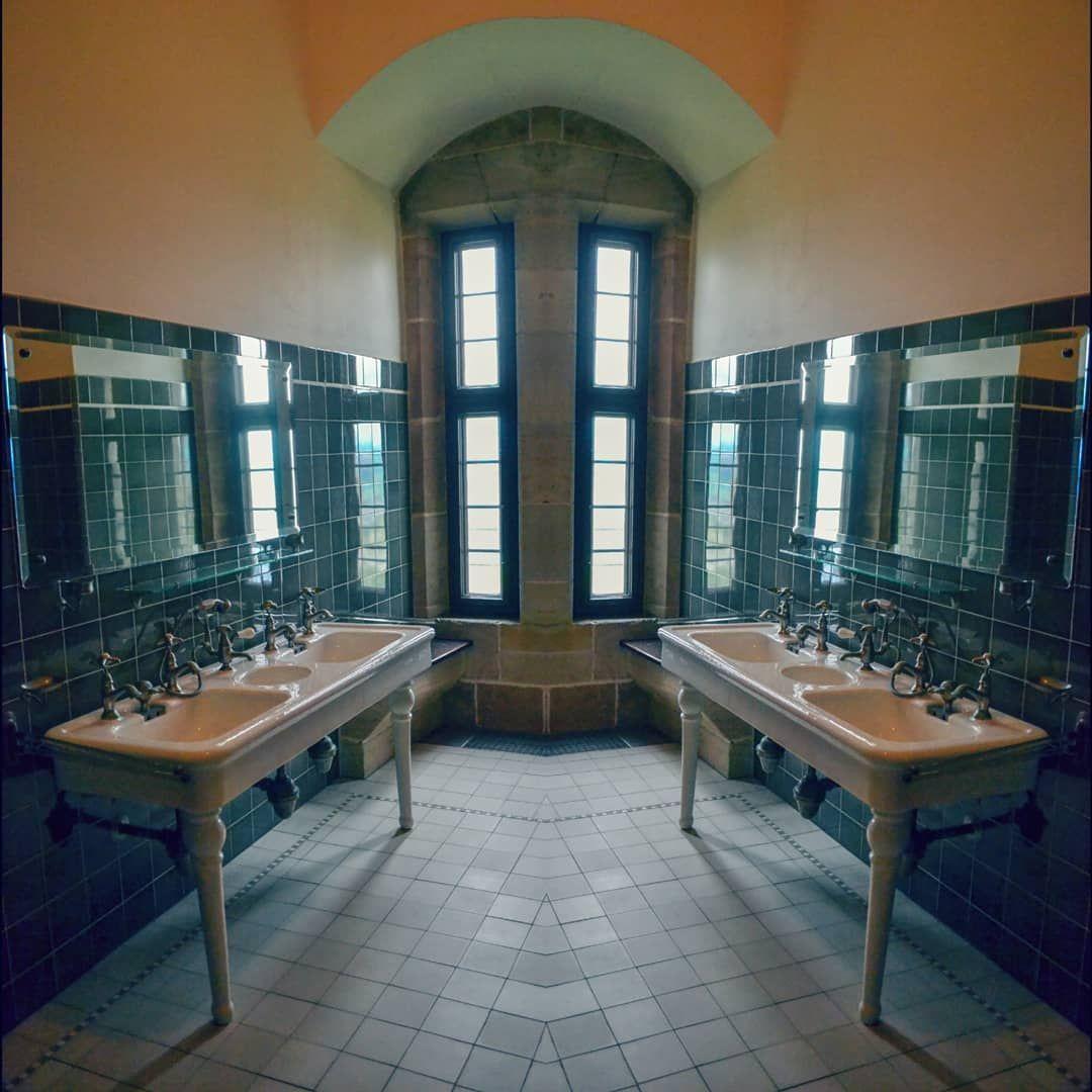 Ein Original Erhaltenes Badezimmer Gespiegelt Um 1900 Castel Schloss Old Burg Architecture Architektur Lightart Artoftheday Home Decor Home Room