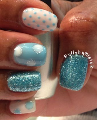 Shellac nail art. Winter nail art. Baby blue with soft white