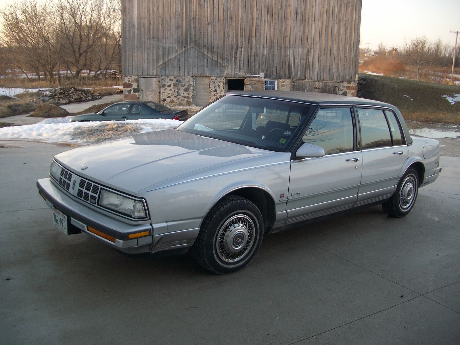 Picture Of 1990 Oldsmobile Ninety Eight 4 Dr Regency Brougham Sedan Oldsmobile Classic Cars Sedan