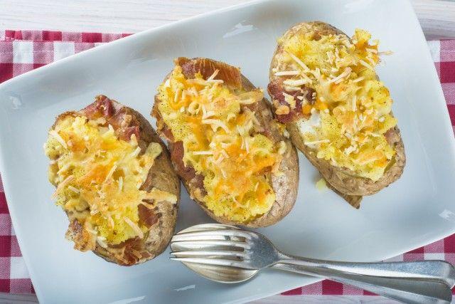 Estas patatas al horno rellenas de carne picada estás deliciosas ¿Te animas a hacerlas?   #PatatasRellenas #PatatasAlHorno #PatatasConCarne #RecetasFáciles #RecetasAlHorno #RecetasRápidas