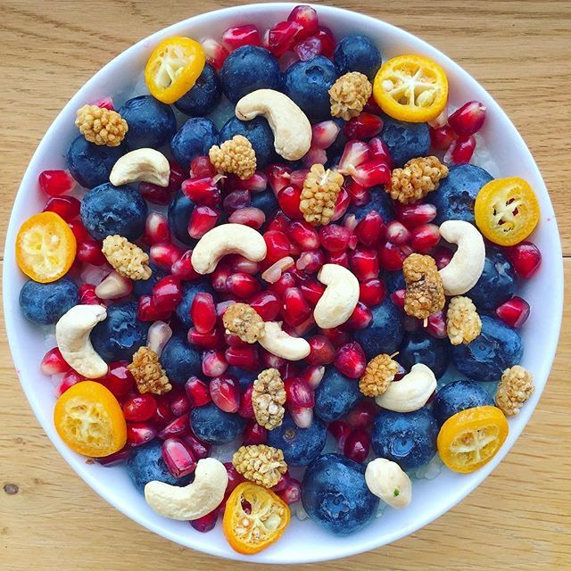 """WEBSTA @ plantbased_food_and_travel - Good morning from Graz 🙋🏻. I hope you had a good night. My sleep was terrible 😅but it's normal for the first night in a different place. For breakfast I prepared oatmeal topped with a lot of blueberries 🔵, pomegranate, kumquats, cashews and mulberries from @koro.drogerie ☺(Don't  forget my code """"FOODTRAVEL"""" if you want to safe 5%. Link in my bio). This afternoon I'll meet my two lovely Insta girls @earthling.miri and @jonida.xh. So excited about…"""