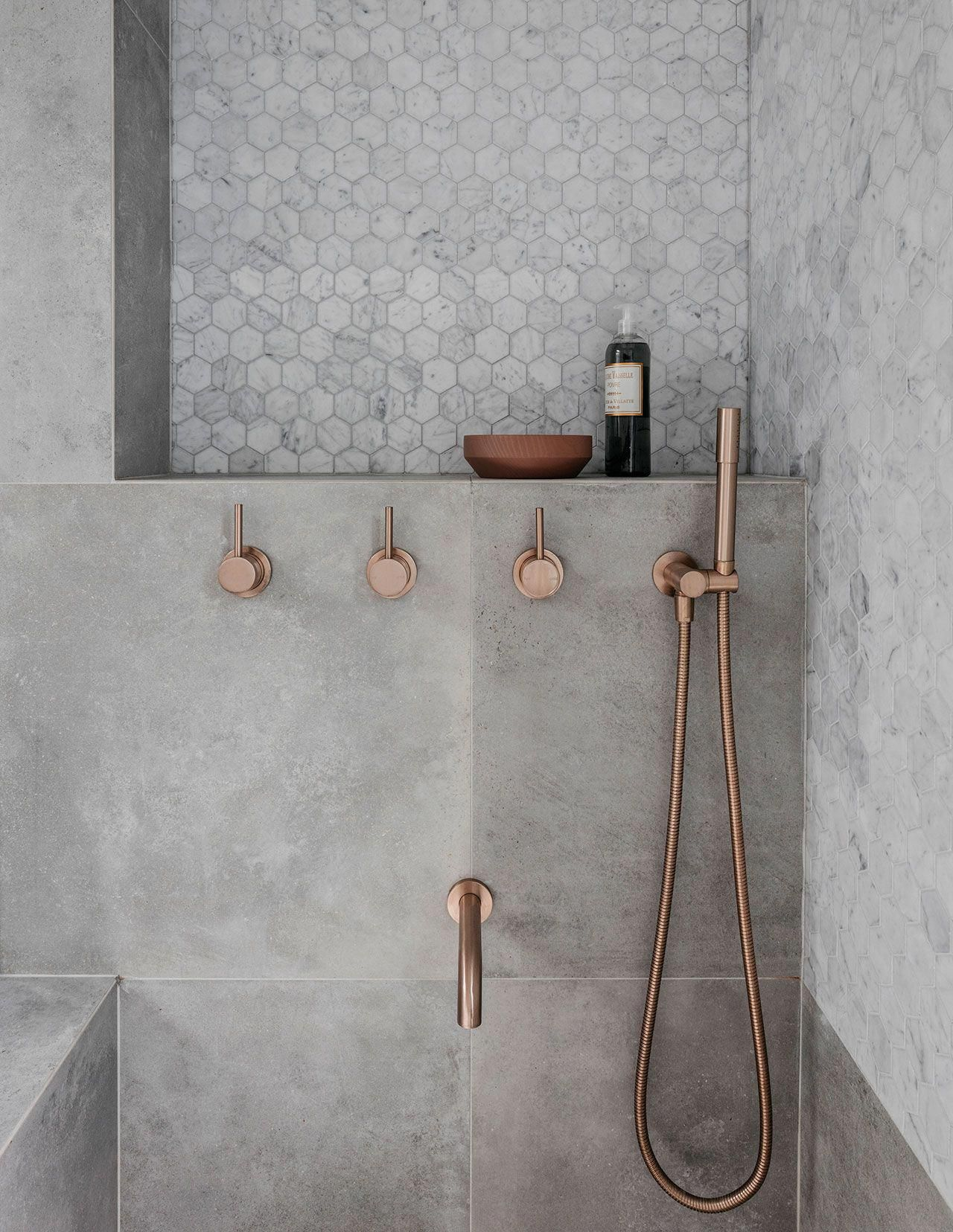 I Am Torn When It Comes To Modern Minimal Design Often Times I Associate It With Cold And Void This Queens Par With Images Gold Bathroom Faucet Shower Niche Gold Bathroom
