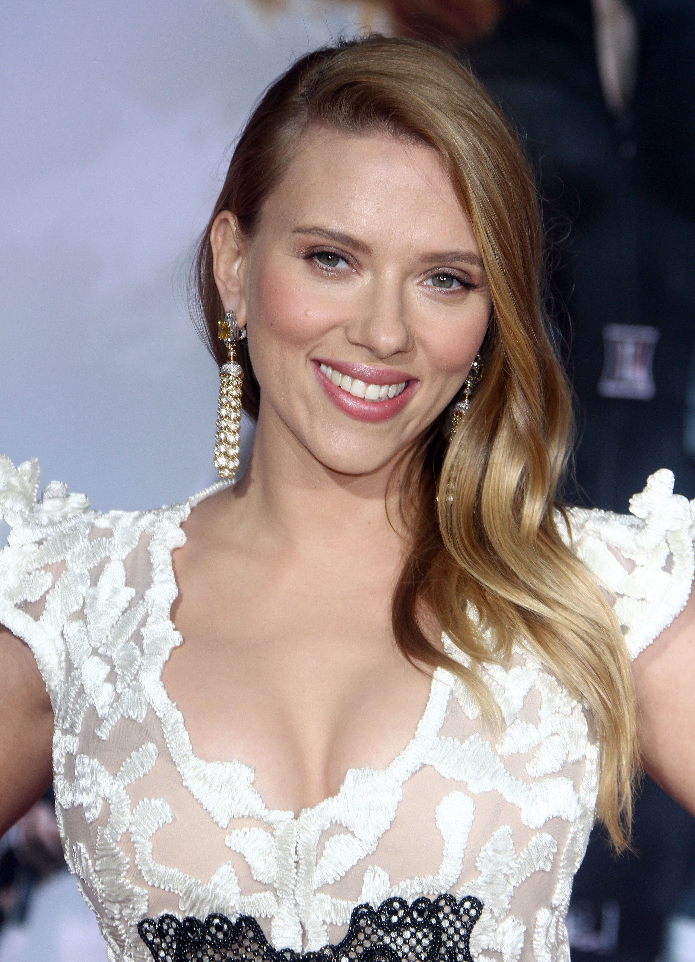 10 things you need to know about scarlett johansson | scarlett