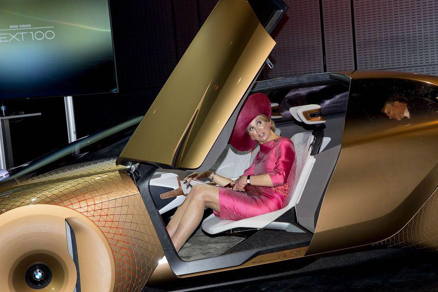 ♥•✿•QueenMaxima•✿•♥... April 13, 2016.. Munich in BMW concept car