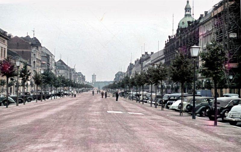 Color Photographs Of Life In Berlin In The 1930 S Berlin Photos Street Scenes Berlin City