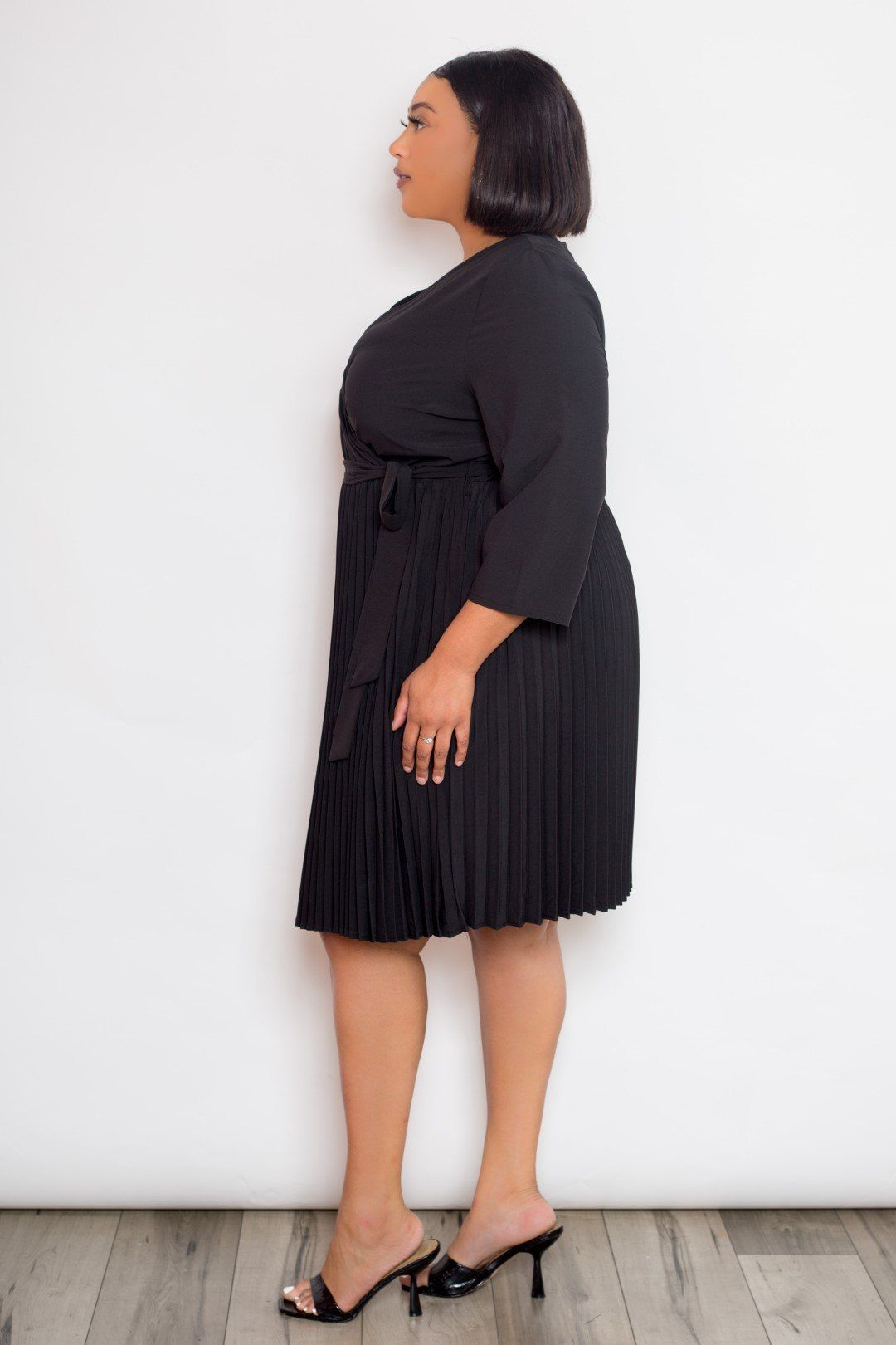 Looking for something casual or semi formal with a touch of elegance? this Mini Surplice Pleated Dress is for you! split