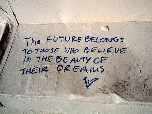 El futuro pertenece a quienes creen en la belleza de sus sueños -Eleanor Roosevelt