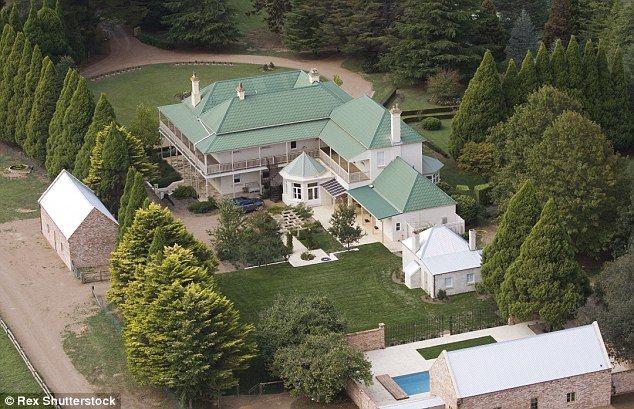 Nicole Kidman Gives A Tour Of Sprawling Idyllic Australian Farmhouse Nicole Kidman Keith Urban Keith Urban Celebrity Houses