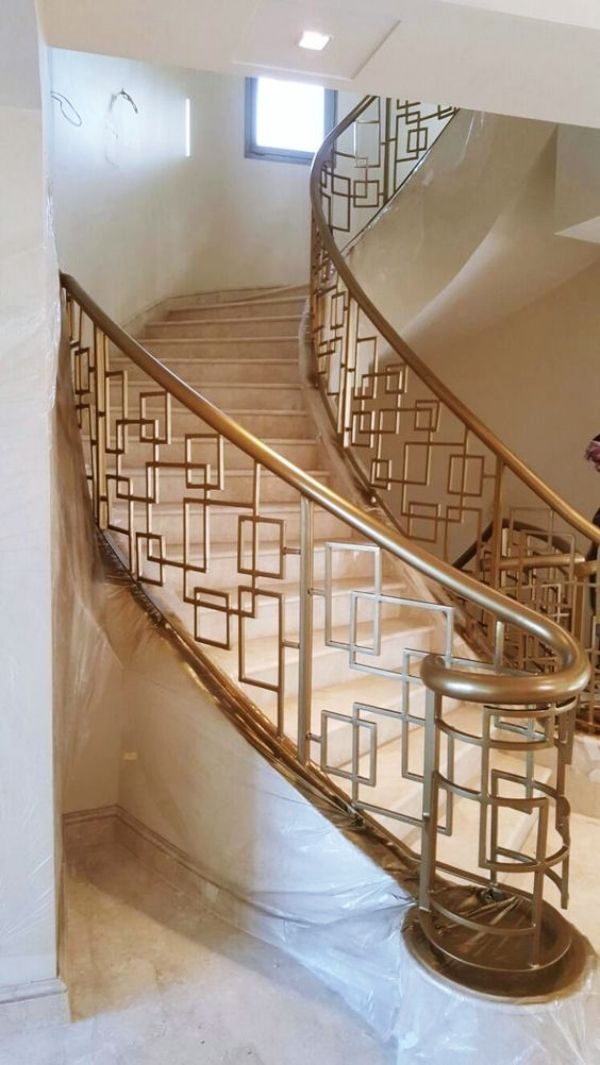40 Perfect Staircase Railing Designs And Ideas Hercottage Staircase Railing Design Stair Railing Design Outdoor Stair Railing