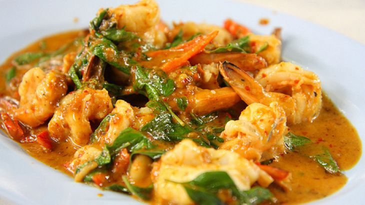 """""""rathu Isso Curry"""" Sri Lankan Red Prawn Curry - Another Sri Lankan recipe from Chamaine Solomon     Read more at: http://www.food.com/recipe/rathu-isso-curry-sri-lankan-red-prawn-curry-315110?oc=linkback    http://www.yummly.com/recipe/_rathu-Isso-Curry_-Sri-Lankan-Red-Prawn-Curry-Recipezaar"""