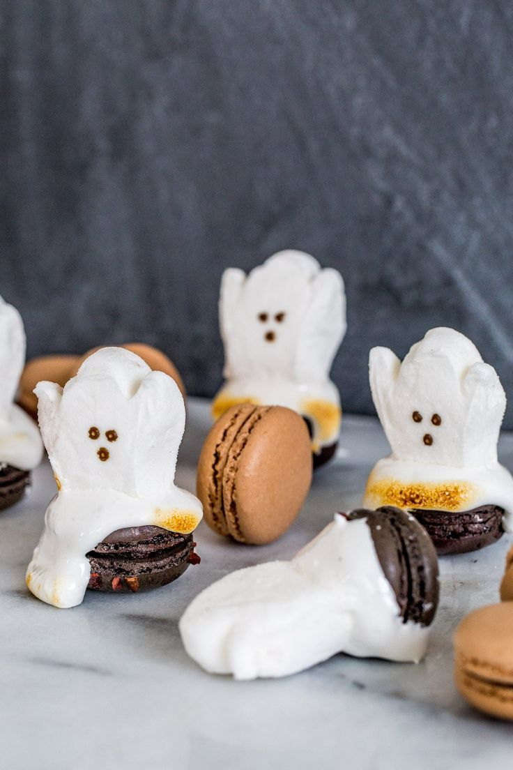 Easy Halloween Dessert: DIY Ghost Macarons - Sugar & Cloth