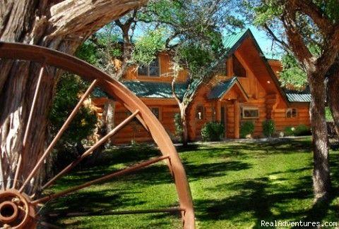 Log cabin rentals on lake lbj log country cove burnet for Log cabin home builders in texas