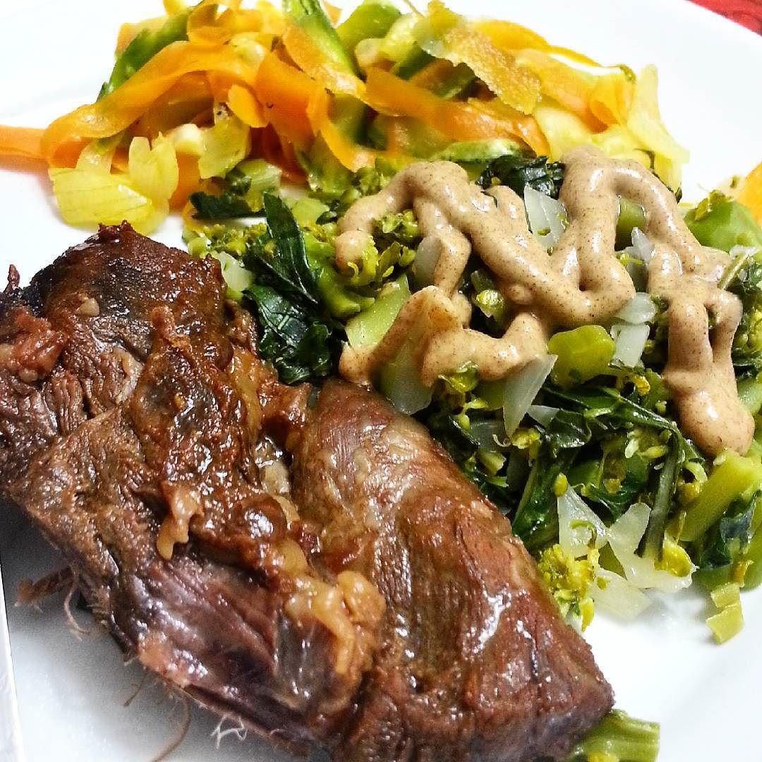 Alguém quer um pouco de cansaço e dor nas costas aí? Jantar pra encerrar o dia: carne assada (sem a gordura) brócolis abobrinha e cenoura  #dieta #dukan #dietadukan #emagrecer #instafood #fit #fitness #projetomimis #blogdadrika #emagrecimento #academia #fitfood #alimentação #eatclean #food #foconadieta #boaforma #lowcarb #detox #30tododia #determinação #antesedepois #antesedepois #bemestar #cozinhafit #goodfood by projetofitmari