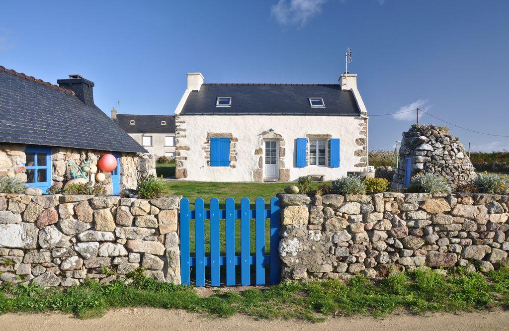 Cottage breton. Ouessant, Bretagne, France.  House viewing