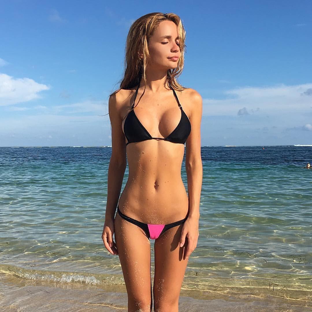 Sideboobs Cleavage Lily Ermak naked photo 2017