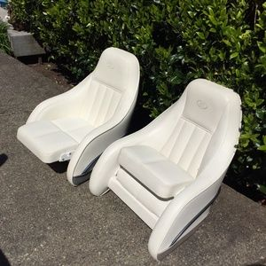 Captain Boat Seats >> Cobalt Boat Captain Seats In Bothell Wa Sells For 1 500