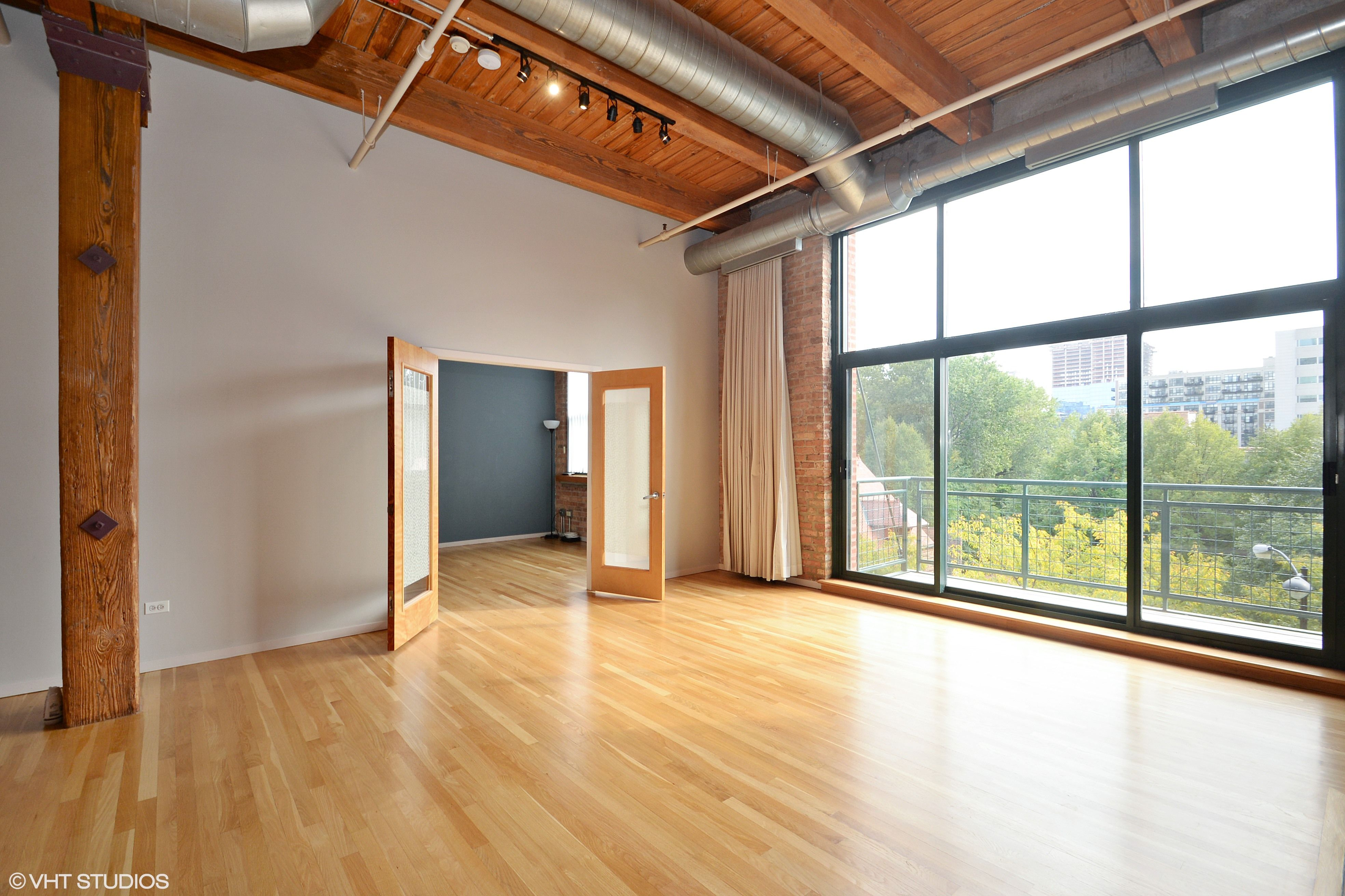 What Would You Do With The Extra Space At This Brick And Timber Loft Built In 1907 The Space Formerly Loft Style Apartments Chicago Apartment Chicago Condos