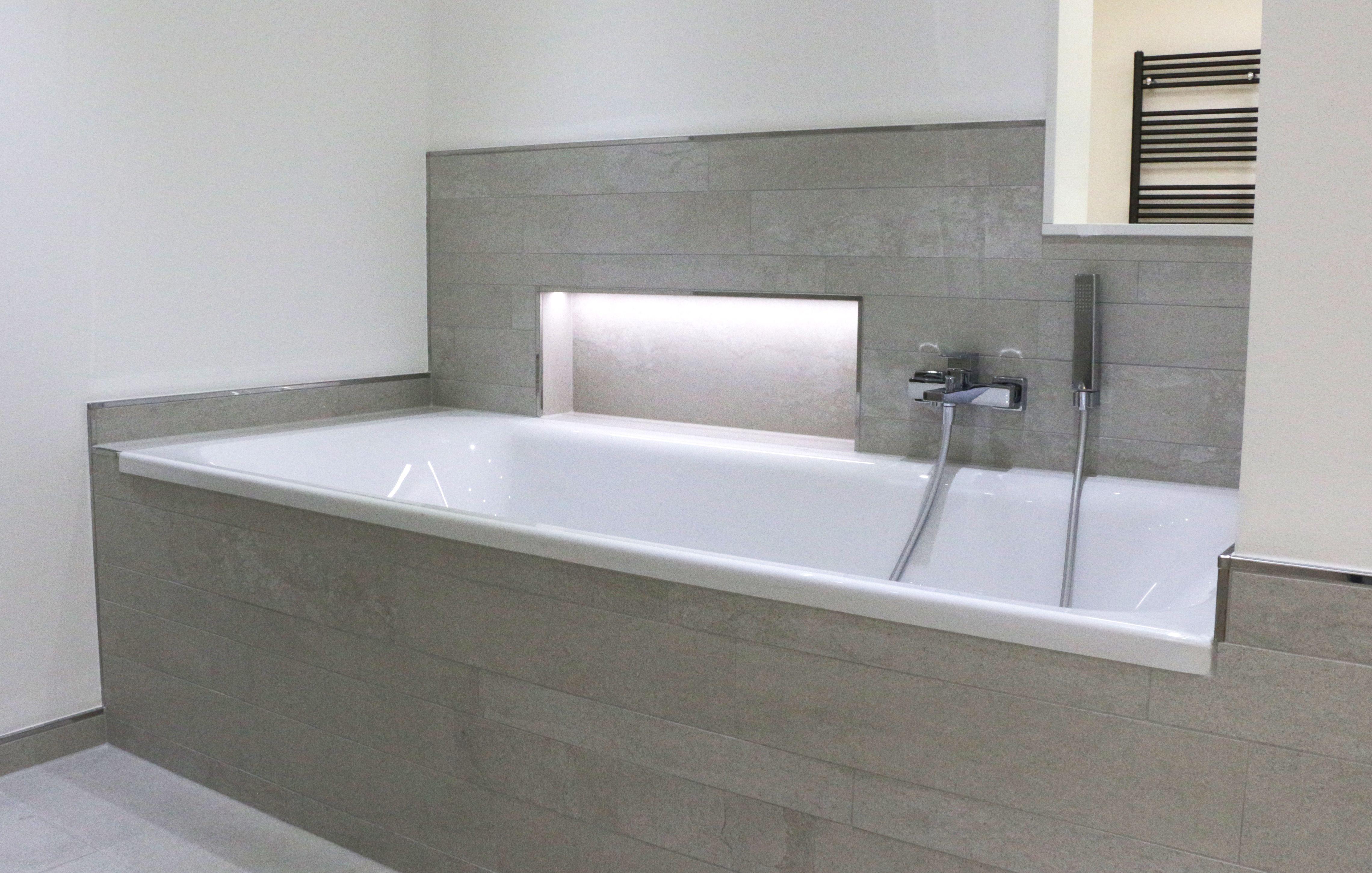 pin von nicole hoffmann auf bad pinterest badewanne dusche wandfliesen und bodenfliesen. Black Bedroom Furniture Sets. Home Design Ideas