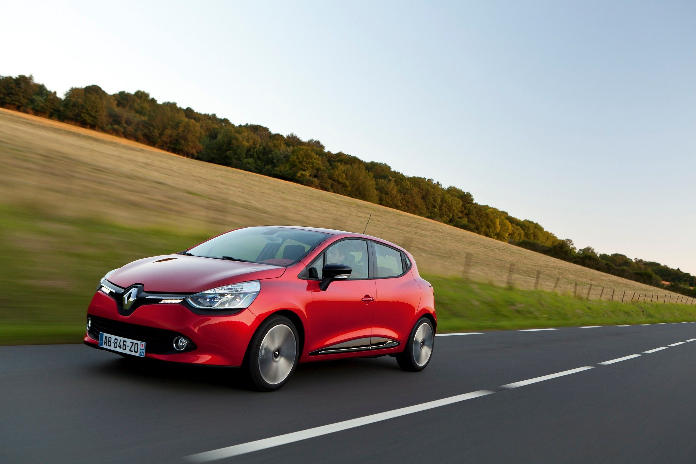 Nuova Renault Clio. Hot Hatches rock.