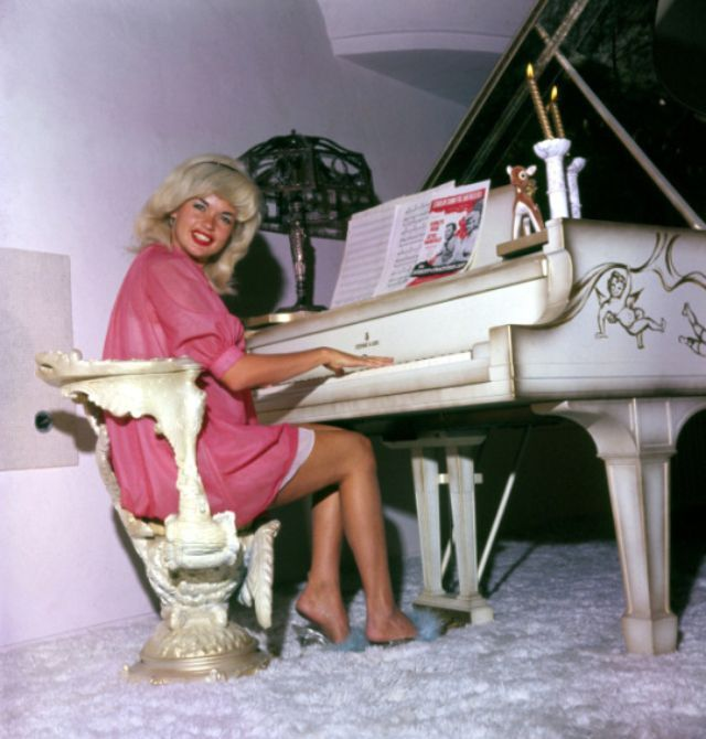 35 Glamorous Photos Show That Jayne Mansfield Looking So Stunning in Red ~ vintage everyday in ...