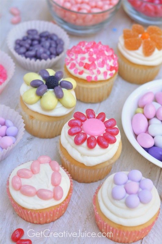 Decorate cupcakes with candy easy fun idea to serve at Cupcake decorating ideas