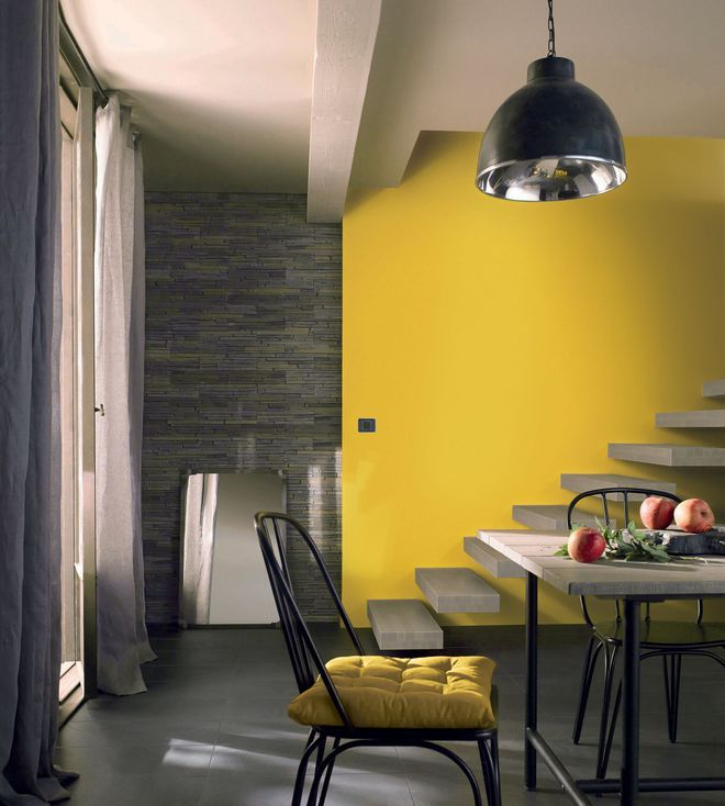 repeindre la mont e d 39 escalier en jaune p tant casa. Black Bedroom Furniture Sets. Home Design Ideas