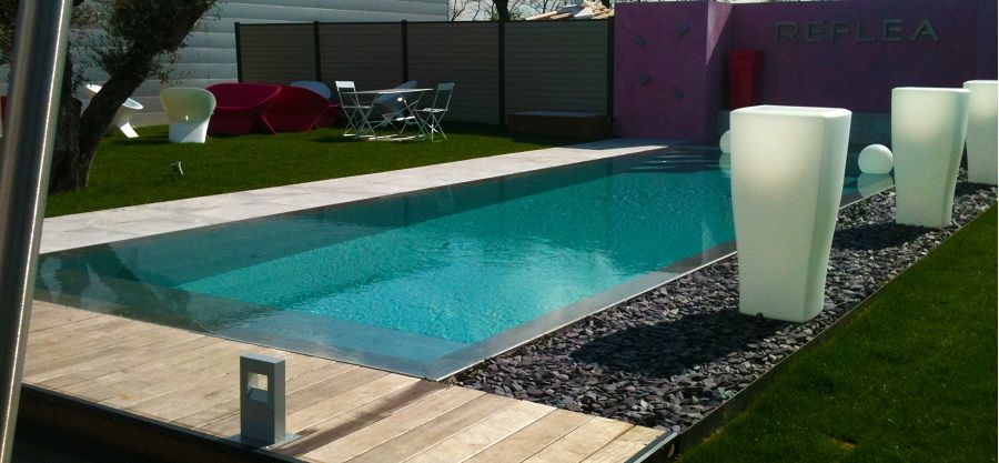 Piscines miroirs reflea piscine miroir pinterest for Piscine miroir coque