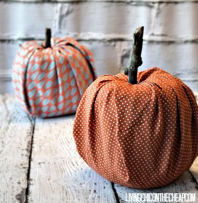How to Make Pumpkins from Toilet Paper Rolls. This project is SO easy and SO inexpensive. If you can cut and tuck, you can totally do this. This Fall Decor