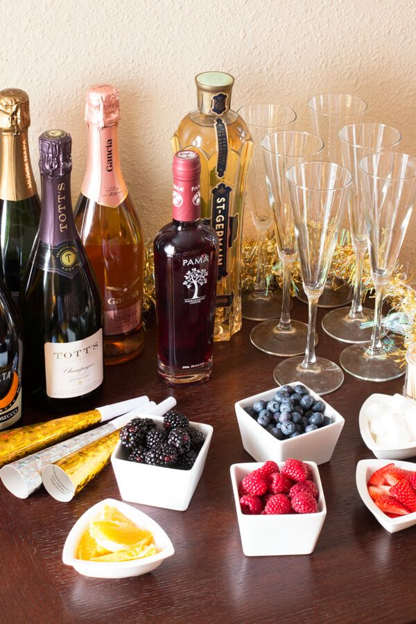 New Years Eve Cocktail Party Ideas Part - 22: You Donu0027t Have To Leave Home To Get The Same Feeling Of Time Square Or A  Fancy Hotel With These Super 8 New Years Eve Party Ideas.