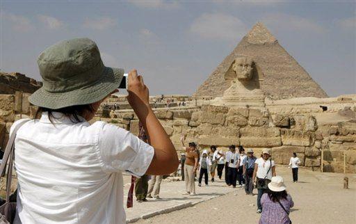 العلاقات المصرية الروسية وأثرها علي السياحة في مصر http://democraticac.de/?p=7332 Egyptian-Russian relations and their impact on tourism in Egypt