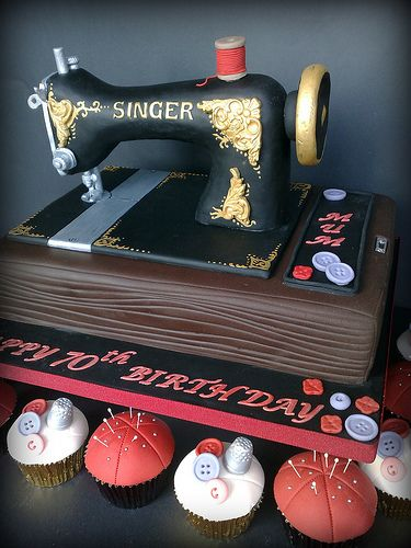 Vintage Sewing Machine Cake | A while back just after I open… | Flickr