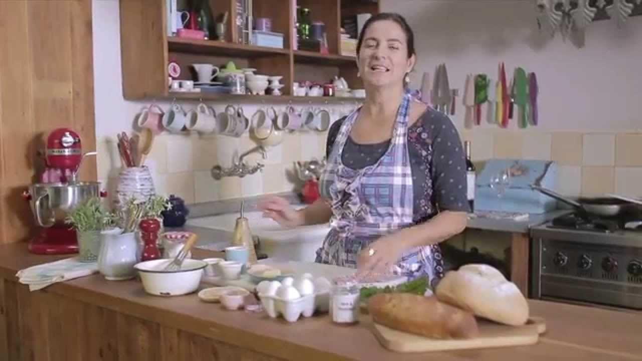 Momentos Emilia - Huevos Poché sobre tostadas de brioche y espinacas.