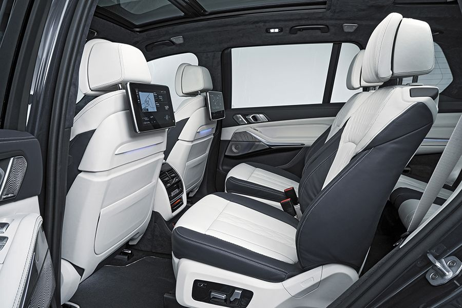 Bmw Goes Big With The 2019 X7 Suv With Images Bmw X7 Dream